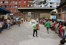 Application pratique des élèves dans la cour de l\'EPP Antsahabe